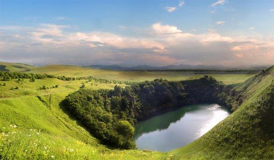 ულამაზესი ტბა მთებში, ყაბარდო-ბალყარეთი