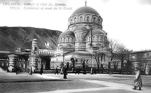 სამხედრო ტაძარი,დანგრეული იქნა 1933 წელს,ამ ადგილას ამჟამად პარლამენტია