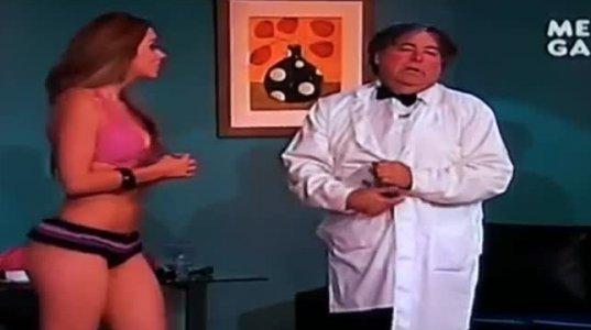 ექიმი მაგარ გოგოს ტანზე ახდევინებს