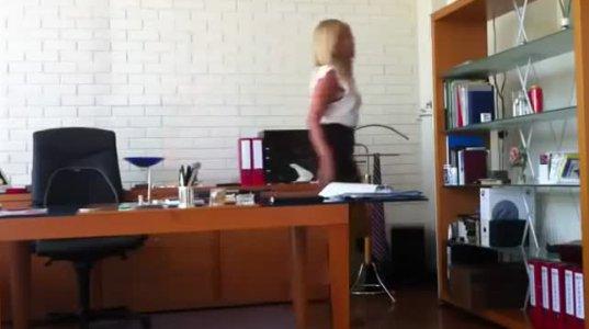 მდივანმა თავის უფროსს ეს ვიდეო დაუტოვა სანამ სამსახურს დატოვებდა