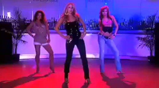 როგორ უნდა ცეკვავდეს სულ მცირე,ქალი...