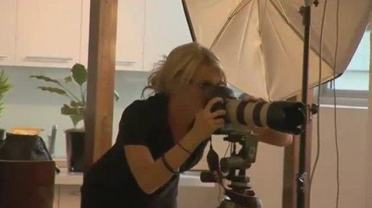 სექსუალური ფოტოგრაფი ბოიფრენდის ახევას ცდილობს